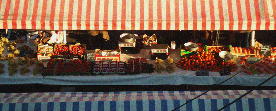 photo du marché provençal de Nice pendant un promenade pédestre