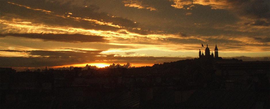 coucher de soleil sur Montmartre à Paris