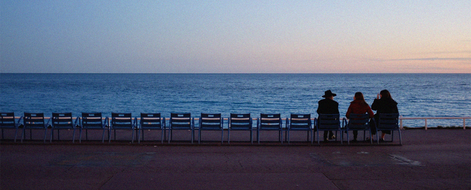Walking tours on the Promenade des Anglais in Nice on the French Riviera