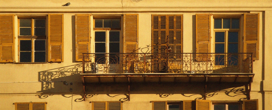 guided walking tour in the old town of nice on the french riviera